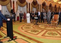 السير جيمس مانشام مؤسس ورئيس سيشل السابق يطلق كتابه الجديد في أبوظبي