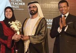 محمد بن راشد يسلم جائزة المعلم العالمية الى الفلسطينية حنان الحروب