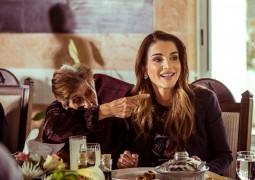 الملكة رانيا تهنئ أمهات الأردن بعيد الأم