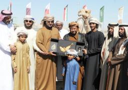 سلطان بن زايد يشهد مهرجان الإبل التراثي ويبدي إعجابه بالمشاركات
