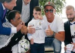 كريستيانو رونالدو يحقق حلم طفل فلسطيني