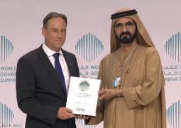 محمد بن راشد يكرم وزير البيئة الأسترالي بجائزة أفضل وزير في العالم