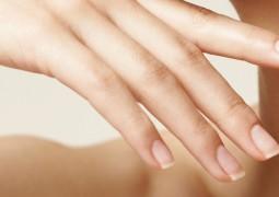 لون الأظافر مرآة للصحة ويدل على الإصابة ببعض الأمراض