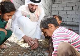 حسين الجسمي يشارك في حملة الهلال الاحمر الاماراتي لمساعدة اللاجئين