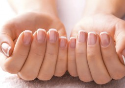 وصفات طبيعية تخلصك من البقع البيضاء على الأظافر