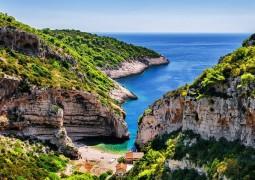 """شاطئ ستينيفا"""" في كرواتيا أفضل شاطئ في أوروبا لعام 2016"""