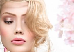 خلطات طبيعية لتفتيح لون الشعر في المنزل