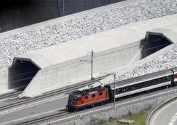 افتتاح أطول نفق للسكك الحديدية في سويسرا