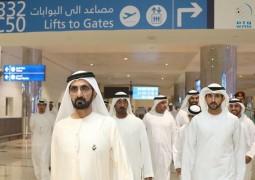 محمد بن راشد يزور مطار دبي الدولي ويطمئن على راحة وسلامة مستخدميه.