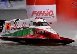 حمدان بن زايد يهنيء فريق أبوظبي للرياضات البحرية بتصدره بطولة العالم لزوارق الفورمولا1.
