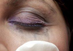 4 كوارث يسببها النوم دون إزالة المكياج