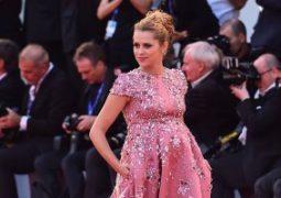 بالرغم من أنها حامل  تيريزا بالمر تتألق فى مهرجان فينيسيا السينمائى