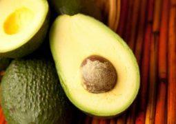7 أطعمة طبيعية لكبح الشهية