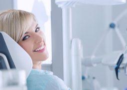 تجنب هذه الأطعمة والمشروبات  لتحافظ على بياض أسنانك