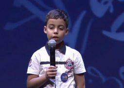 """كيف أبهر الطفل جلود الجزائري الحضور في """"تحدي القراءة"""" بدبي"""