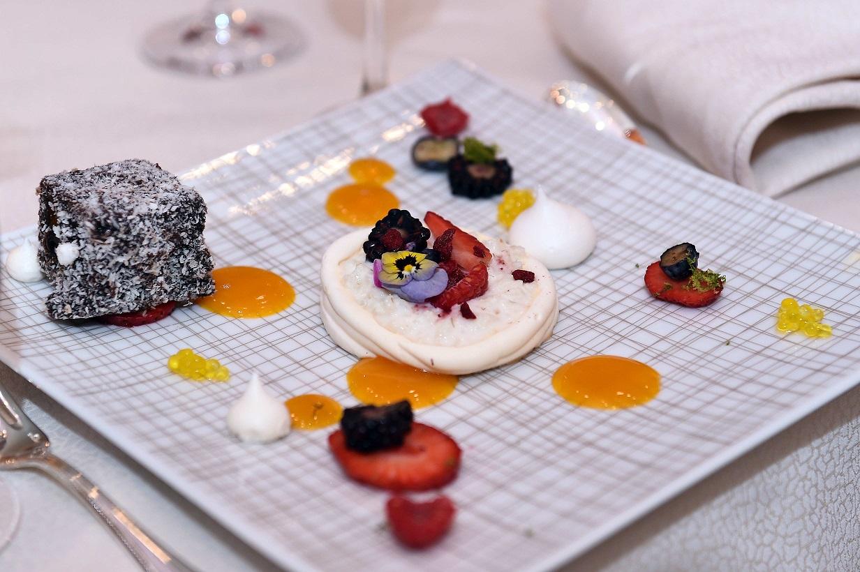 6-dessert-course-individual-pavlovas-and-nanas-lamington-cake