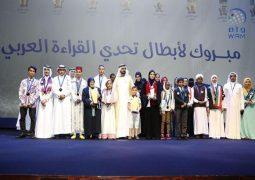 محمد بن راشد يتوج بطل تحدي القراءة العربي في أوبرا دبي.