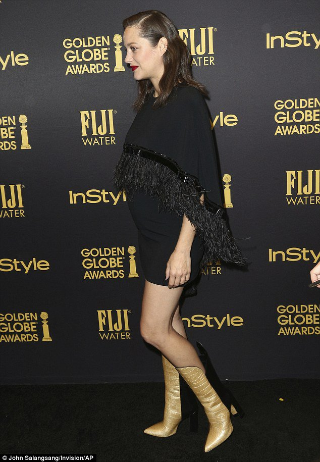 130311-3a40f65c00000578-3926374-stunning_the_41_year_old_wore_a_black_mini_dress_and_matching_sh-a-3_1478852529413