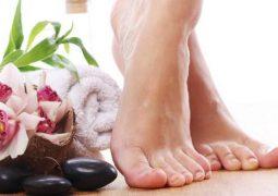 10 طرق تخلصك من رائحة القدمين الكريهة
