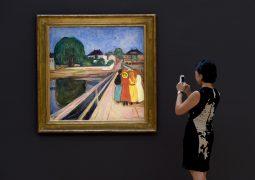 54,5 مليون دولار للوحة الفتيات على الجسر