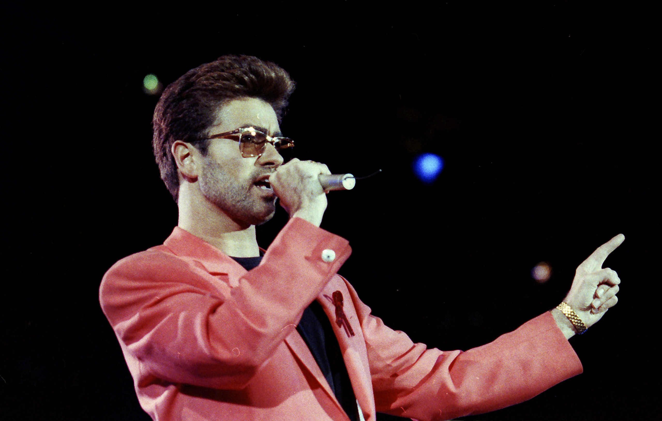 Singer George Michael performs at the Freddie Mercury Tribute Concert for AIDS Awareness, at Wembley Stadium, in London Britain April 20, 1992. Michael died on December 25, 2016.   REUTERS/Dylan Martinez/Files
