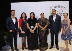 بالصور اسبوع دبي للمجوهرات و المصممة مها السباعي تكرم الفائزين
