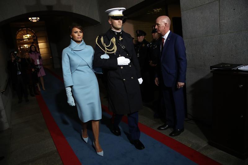 ميلانيا ترامب لدى وصولها إلى حفل تنصيب زوجها في واشنطن يوم الجمعة. صورة لرويترز من ممثل لوكالات الأنباء.