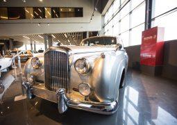 """""""نوستالجيا للسيارات الكلاسيكية"""" تطلق أول صالة عرض سيارات كلاسيكية متعددة الأغراض في الإمارات"""