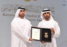 حمدان بن محمد يكرم الفائزين بالدورة الثامنة من جائزة محمد بن راشد آل مكتوم للإبداع الرياضي.