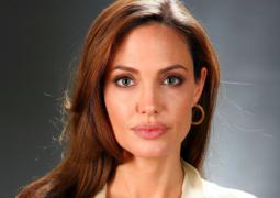 أعلنت دار Guerlain عن اختيار النجمة أنجيلينا جولي كأيقونة لأحدث عطورها