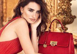 """احتفالاً بعيد الحب """"كاربيزا"""" تقدم لك ِتشكيلة من الحقائب الحصرية باللون الأحمر"""