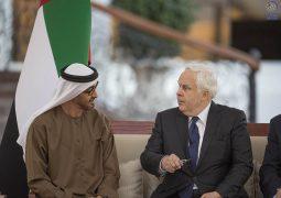 محمد بن زايد يستقبل رئيس شركة فيديكس