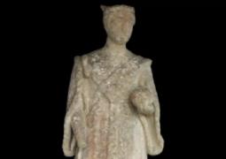 بعد 100 عام على فقدانه تم العثور على تمثال الملكة فيكتوريا