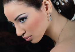 خبير التجميل »سمير« يحاكي الموضة واللون