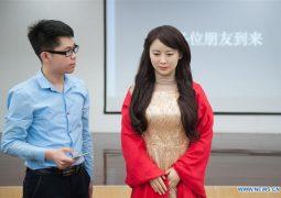 فشل الروبوت الصيني  الأنثى جيا جيا بالإجابة على الأسئلة في أول لقاء صحافي له