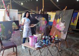 منى نحلة ،، من خلال قماشة اللوحة والألوان تتنفس