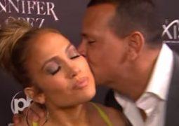 بالفيديو.. .. أليكس رودريجز يفاجئ جنيفر لوبيز بقبلة