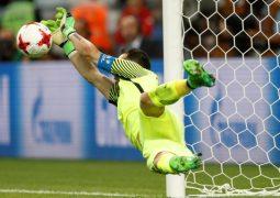 برافو يقود تشيلي إلى نهائي كأس القارات