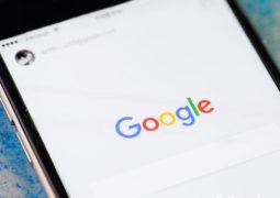 غوغل تدخل على خط المنافسة مع  فيسبوك عبر تجربة خلاصة جديدة