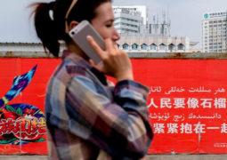 الصين تتجسس على المسلمين بزرع تطبيق في هواتفهم