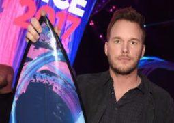 """قائمة بأهم الفائزين بجوائز """"Teen Choice Awards"""" أبرزهم إريانا وكريس وهارى"""