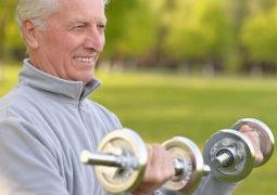 كيف يمكنك المحافظة على قوة عضلاتك مع التقدم في العمر