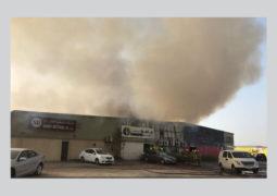 حريق بمستودعين في القوز الصناعية