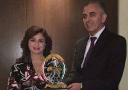 تكريم إلهام شاهين من مهرجان الإعلام بسوريا