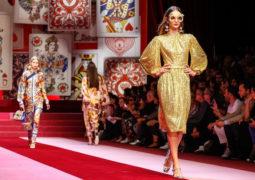 """شاهدي عرض (ملكة القلوب) ل """"دولتشي أند غابانا"""" في إسبوع ميلانو للموضة"""