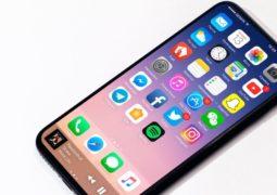 تطبيقات مُحتالة تصورك بكاميرا هاتفك الآيفون