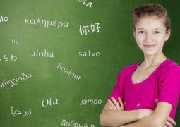 """الطفل """"ثنائي اللغة"""" يسهل تعليمه لغة ثالثة"""