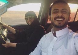 """أول """"سلفي"""" لسعودية تقود السيارة مع ولدها"""