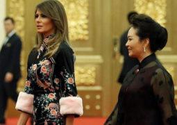 بثوب مزخرف ميلانيا ترامب تغازل الصين