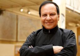 وفاة المصمم التونسي العالمي عز الدين علية عن 77 عاماً